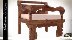 Fauteuil en teck massif sculpté de style oriental