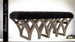 Bout de lit design en mindi à motifs gothiques