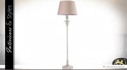 Lampadaire en métal blanc ancien avec abat-jour en toile 152 cm