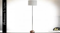 Lampadaire chromé avec base en fourrure et abat-jour blanc 167 cm