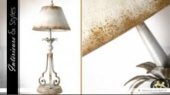 Lampe rétro en métal patine blanche oxydée 86 cm