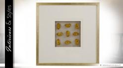 Grand cadre sous verre avec pierres d'agate dorées