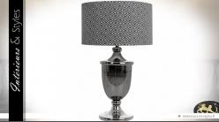 Grande lampe coupe chromée et abat-jour cylindrique noir et blanc 70 cm