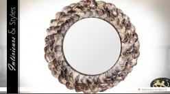 Miroir rond à encadrement en coquillages gris et ivoire Ø 125 cm