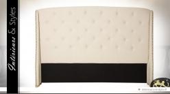Tête de lit capitonnée lin écru avec clous ronds à têtes dorées