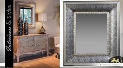 Miroir de style marocain noir et argent en métal embossé 94 cm