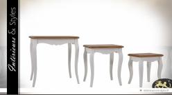 Série de 3 tables basses gigognes patine blanche et dorée