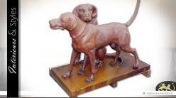Sculpture couple de chiens de chasse, finition vieillie oxydée