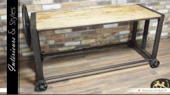 Table de style industriel avec roue latérale en métal
