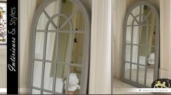 Miroir en forme de grande fenêtre arrondie patine gris antique