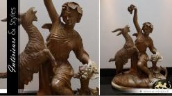 Sculpture artisanale sur bois La jeune femme et la chèvre