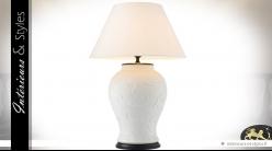 Lampe en porcelaine blanche artisanale à décor marin en relief 96 cm
