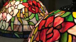 Lampe de salon Tiffany avec pied en cygne : Oiseau des lacs - Ø42cm