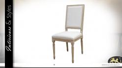 Chaise de salle à manger en bois sculpté finition blanc céruse, revêtement coton épais clair