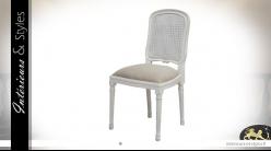 Chaise de salle à manger en bois et rotin patinée blanc céruse