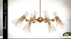 Grande suspension à 8 feux en métal et verre, ambiance Art Déco finition laiton doré, Ø83cm