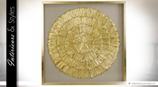Grand cadre sous verre à composition dorée en plumes d